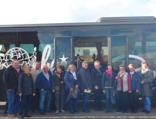Bauernverband und Frauengemeinschaft reisten zur Alztaler Hofmolkerei