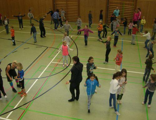 Workshop zum Seilspringen an Oberbergkirchner Grundschule