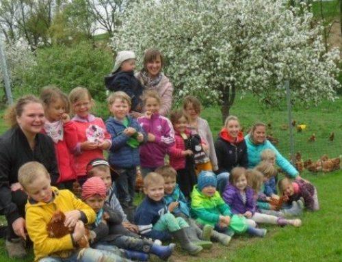 Haus der Kinder besuchte Hühnerhof Gottbrecht
