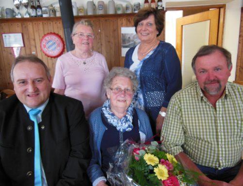 Theresia Bichlmaier feierte mit großem Fest ihren 90. Geburtstag