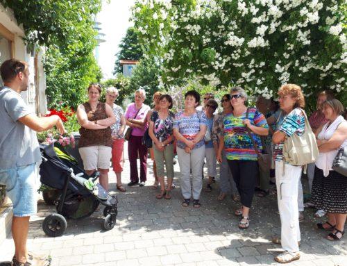 Schönberger Landfrauen bei Straußenfarm