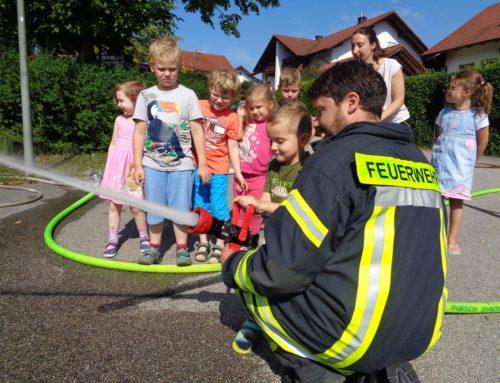 Feuerwehr besuchte Haus der Kinder St. Martin in Oberbergkirchen