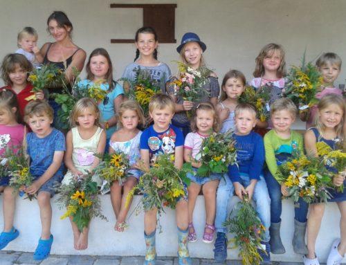 Ferienprogramm bot Kräuterbuschenbinden mit viel Erfolg an