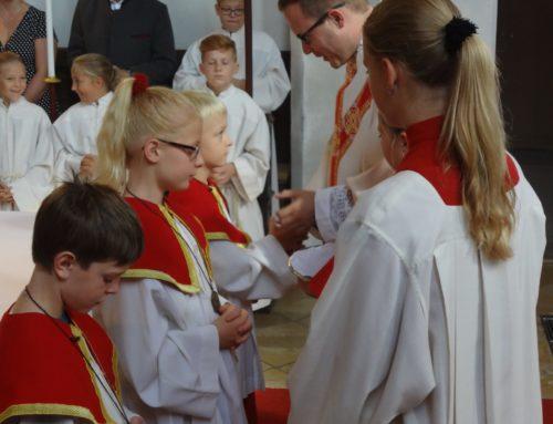 Neue Ministranten in Oberbergkirchen aufgenommen