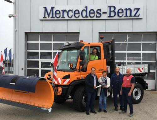 Gemeinde Zangberg nahm neuen Unimog in Empfang
