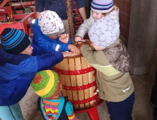Kindertagesstätte Lohkirchen presste eigenen Apfelsaft