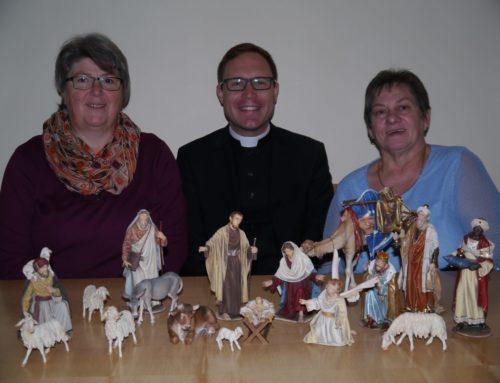 Oberbergkirchner Pfarrkirche mit neuen Krippenfiguren ausgestattet