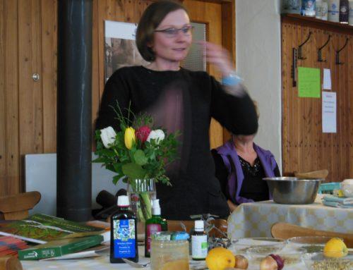 Schönberger Landfrauen mit Vortrag zur natürlichen Behandlung von Erkältungskrankheiten