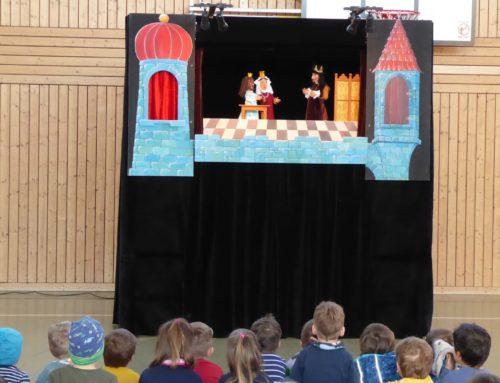 Klick-Klack-Theater zu Besuch im Grundschulverband Oberbergkirchen
