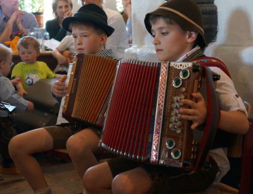 Musikverein Oberbergkirchen/Zangberg lud zum Kinder- und Jugendhoagarten nach Gantenham