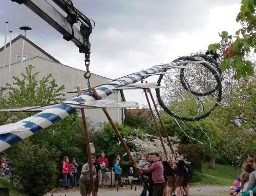Lohkirchen ziert neuer Maibaum