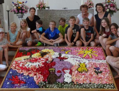 Blumenteppich erstrahlte in Zangberg zum Fronleichnamsfest