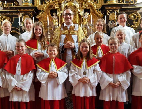 Neue Ministranten in der Pfarrgemeinde Oberbergkirchen aufgenommen