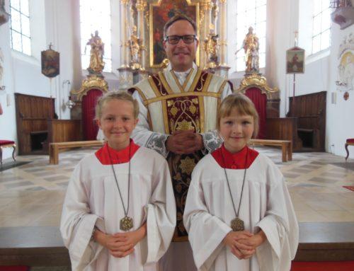 Zwei neue Ministrantinnen für die Pfarrei Schönberg