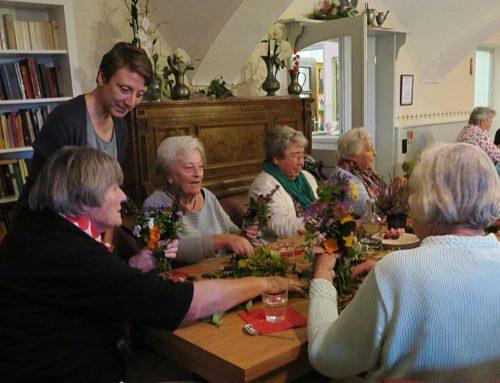 Bunte Herbststräuße zum Seniorennachmittag