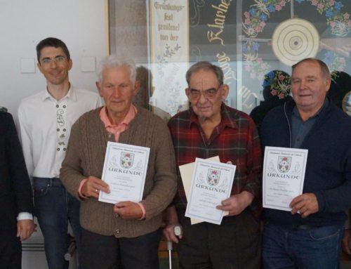 Oberbergkirchner Schützen ehrten langjährige Mitglieder