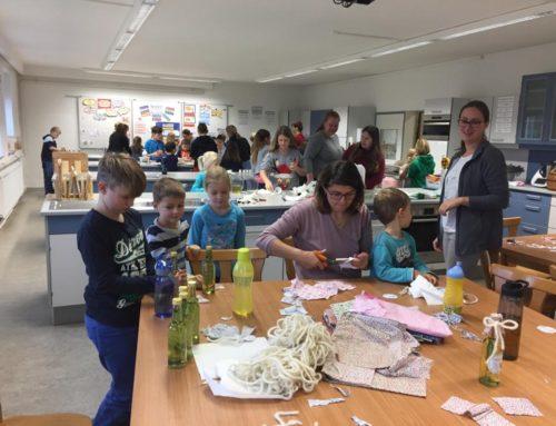 Lohkirchner Früchdal bereiteten für Adventsmarkt vor