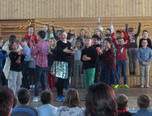 Grundschule Oberbergkirchen stimmte auf Weihnachten ein