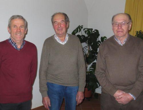 Sodalen der Marianischen Männerkongregation bei Pfarrversammlung Lohkirchen geehrt