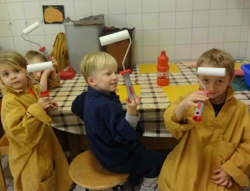 Zimmerei Heindlmaier spendet Lackwalzen für die Kita Schönberg