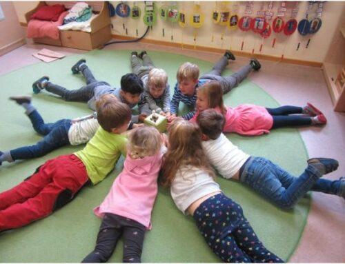 Kinderförderverein Zangberg spendete Toniebox für Kita Herz Jesu