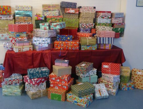 Schüler der Grundschule Oberbergkirchen engagierten sich bei Geschenken mit Herz