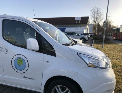 Seniorenfahren mit dem E-Auto in der Gemeinde Oberbergkirchen