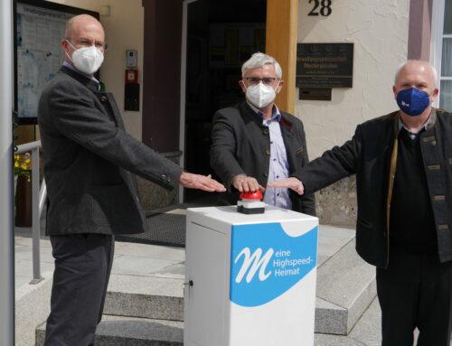 Inbetriebnahme und erneuter Spatenstich zum Breitbandausbau in Oberbergkirchen