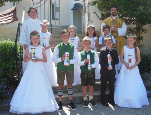 Erstkommunion in Schönberg unter freiem Himmel gefeiert
