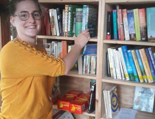 Lohkirchen errichtet Bücherturm im Telefonhäuschen