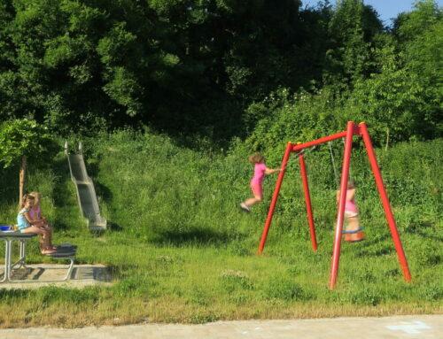 Spielplatzsituation im Baugebiet Am Hang in Oberbergkirchen thematisiert