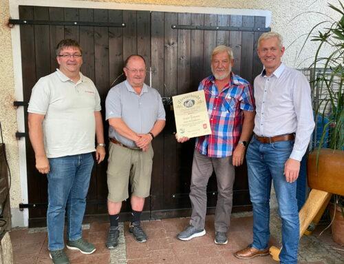 Zangberger Wehr ernennt Siegfried Mailhammer zum Ehrenkommandanten