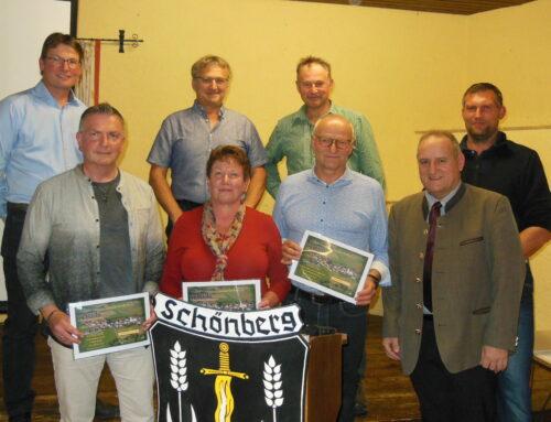 Ausgeschiedene Gemeinderäte auf Schönberger Bürgerversammlung geehrt